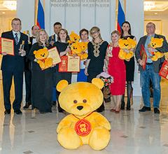 Победа в Национальной премии в сфере товаров и услуг «Золотой медвежонок – 2015» в номинации «Лучшее учебное пособие»